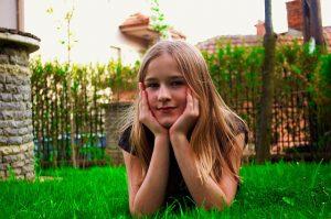 beautiful-girl-1310803_640